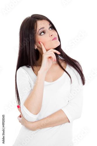 Attraktive Dame mit langem Haar überlegt - isoliert