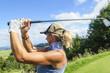 sportliche Golferin
