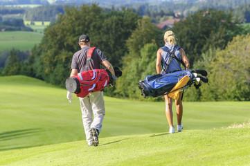 entspannt unterwegs auf dem Golfplatz
