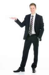 attraktiver kaufmann mit leerer handfläche