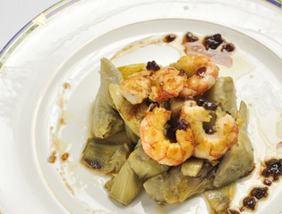 Artichokes with prawns sauteed with caramelized onions