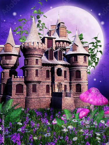 Baśniowy zamek na tle fioletowej łąki