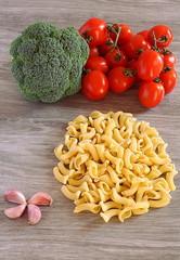pasta, pomodori e broccoli