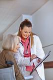 Ärztin will Unterschrift von Seniorin