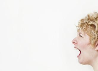 Screaming girl (profile)