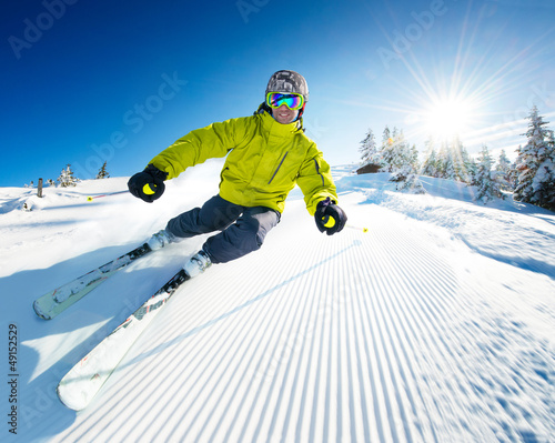 Papiers peints Glisse hiver Skier on pise in high mountains