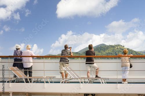 arrivée aux Seychelles, passagers sur le pont