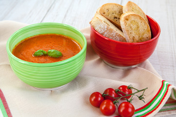 Fresh cream tomato soup with organic garlic and tomatoes