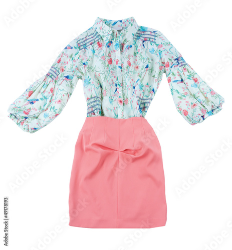 Print blouse and pink skirt fashion look