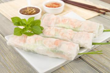 Goi Cuon - Vietnamese fresh spring rolls with prawns