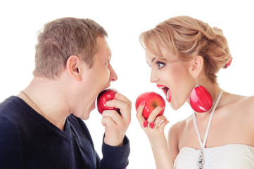 young couple eating apples