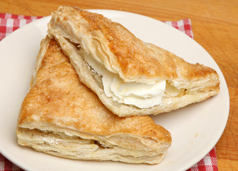 Fresh Cream Apple Turnovers