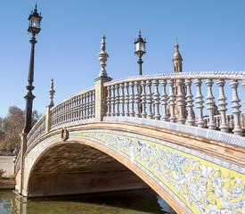 Puente de la plaza de España de Sevilla en un dia soleado