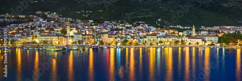 Miasto Makarska w Chorwacji w nocy