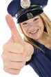"""Junge Frau im Polizei-Kostüm """"Daumen rauf"""""""