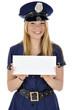 Junge Frau in Polizeikostüm hält leeres Schild