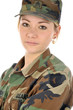 Junge Frau in Armeeuniform