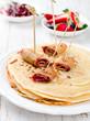 Pfannkuchen mit Himbeerenmarmelade