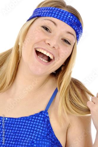 Junge Frau in Disko-Tanzkleid