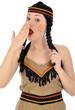 Junge Frau im Indianerkostüm