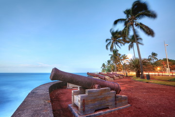 Canons au front de mer de Saint-Denis, La Réunion.