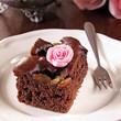schokokuchen mit marzipan rosenblüte