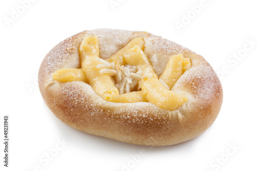 Brioche with cream and almonds