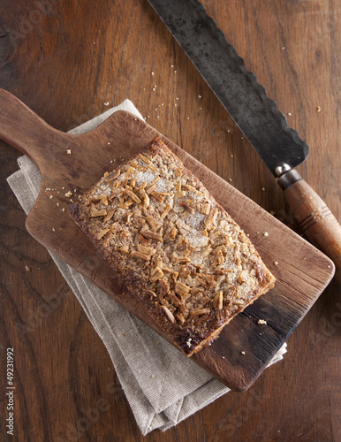 Puff pastry with almonds, sugar and greaves