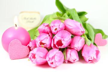Rosa Tulpen, Kerze und Herz
