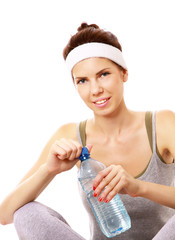 Young woman wearing sports clothes drinking water