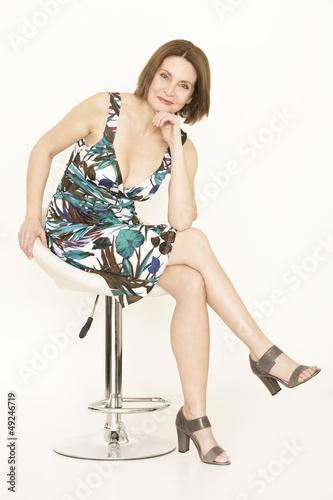 ältere Dame posiert