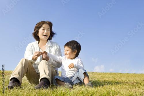 楽しそうな子供と女性