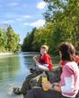 kurze Rast am Fluß
