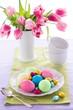 Osterfrühstück Ostereier Tulpen
