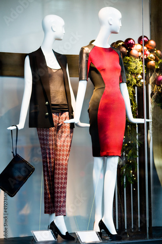 Two woman mannequins in shopping window in store
