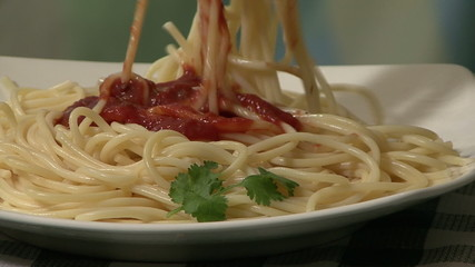 Spaghetti and tomato sauce (1)