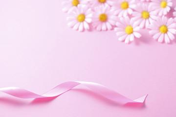 ピンクのリボンと花