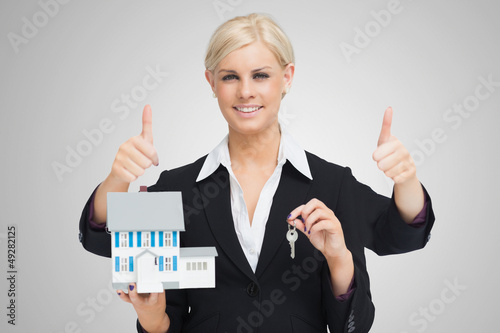 Multi-tasking estate agent