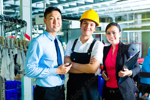 Worker, Production manager and owner in factory