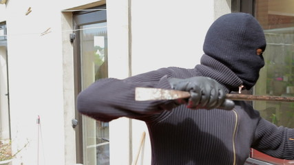 Burglar try to break into the house
