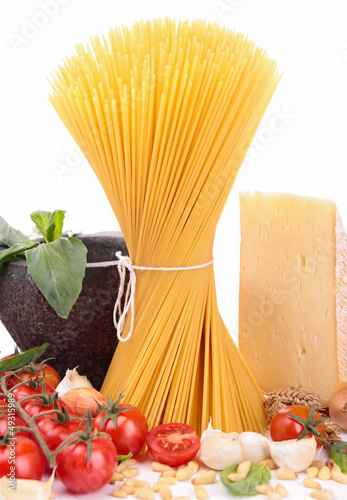 raw spaghetti and ingredients