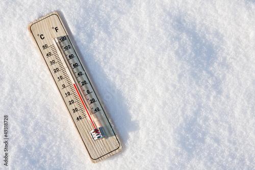 Leinwandbild Motiv thermometer in the snow with zero temperature