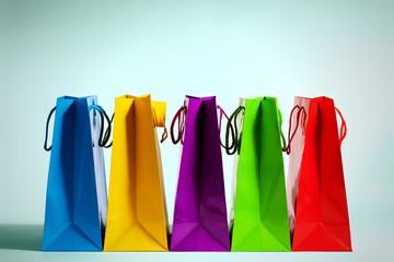 bunte einkaufstüten in fashion licht