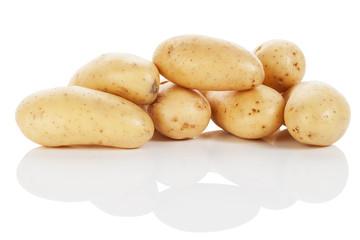 kartoffeln auf weissem hintergrund
