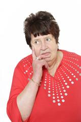 Zweifelnde Rentnerin