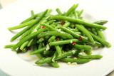 insalata di fagiolini verdi con aglio e peperoncino