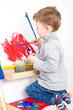 Quadro Kleiner Junge malt mit Wasserfarben