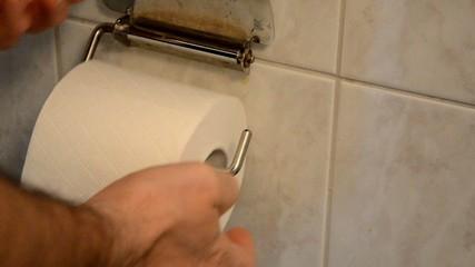 Toilettenpapier auffüllen