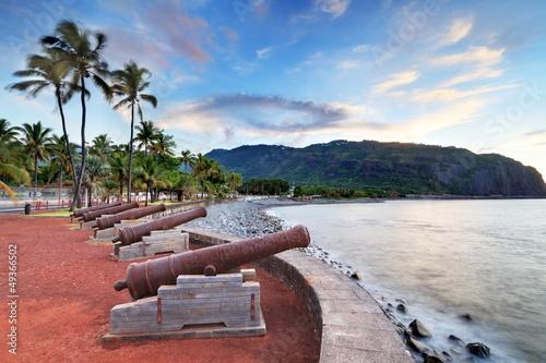 Canons au front de mer de St-Denis, La Réunion.