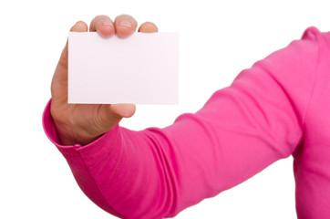 Weibliche Hand hält eine blanko Visitenkarte